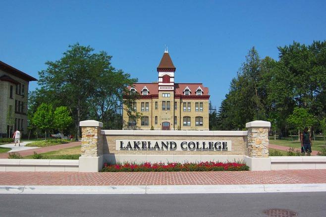 Du học Canada Lakeland College