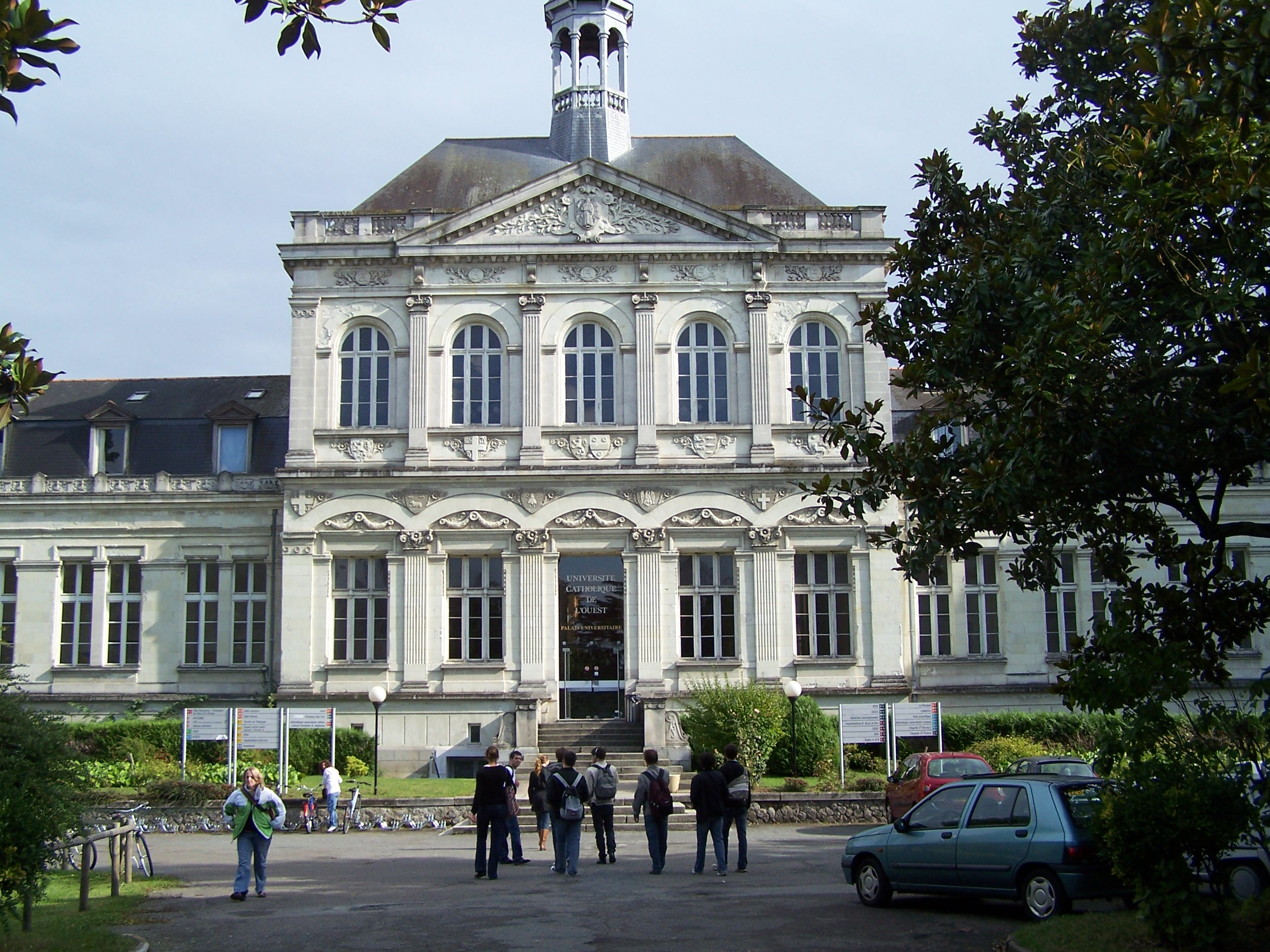 Học tiếng Pháp tại đại học UCO – ANGERS